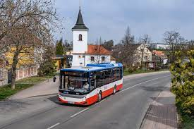 Na bohoslužby opět autobusem
